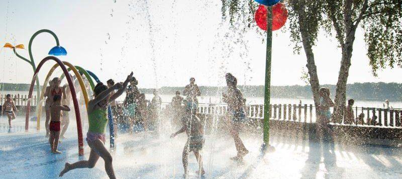 xl 800x356 - Wodny plac zabaw – atrakcja dla dużych i małych