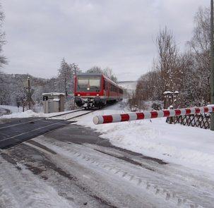 pociag 303x295 - Polska kolej przygotuje się na zmiany klimatu