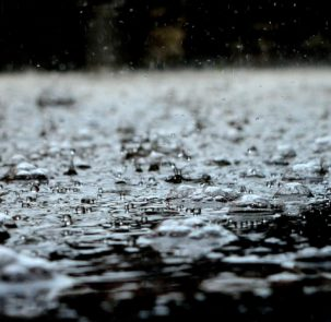 drops 2404441 1920 1 303x295 - Unijne fundusze na zagospodarowanie wód opadowych