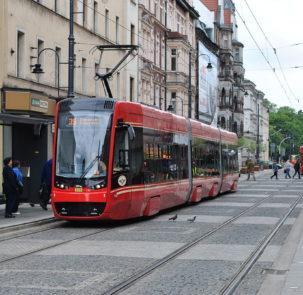 tramkato 303x295 - Środki unijne wspierają transport publiczny na Śląsku