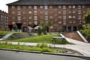 fot Tasinge Square www publicspace org 1 300x200 - Duńczycy budują parki, które ograniczają skutki zmian klimatu