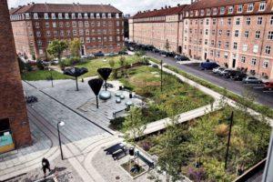 fot Tasinge Square www publicspace org 2 300x200 - Duńczycy budują parki, które ograniczają skutki zmian klimatu